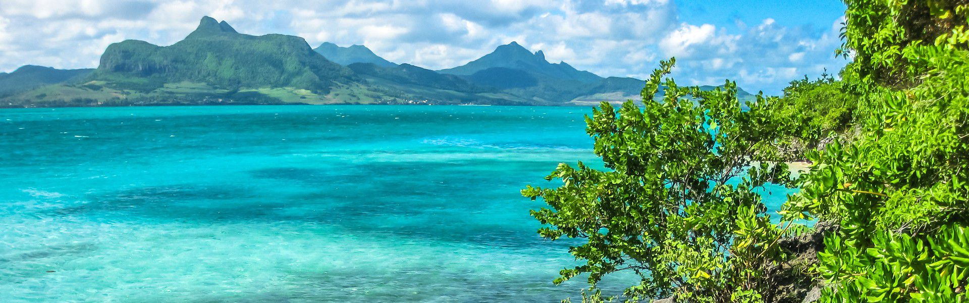 In the bay of Mahebourg, about 850 metres off the south-east coast of Mauritius, there is a unique islet, which has been declared as nature reserve in 1965 and is preserved by the Mauritius Wildlife Foundation; the Ile aux Aigrettes. Follow us to enjoy the portrayal of a marvelously unique and unforgettable escape.