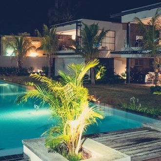 visa, resident's permit, sale, Mauritius, villa, feet in the water, sea, beach, sale, purchase, swimming pool, high-end, luxury, paradisiac, turquoise waters, coconut palm, white sands, monthly rental